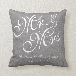 Graues Weiß-Leinenherr und Frau Wedding Pillow Zierkissen