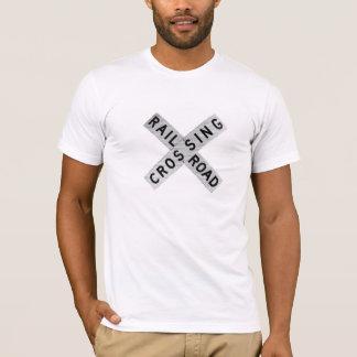 Gravierte Eisenbahn Crossbuck T-Shirt