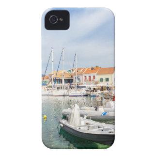Griechischer Hafen mit Segelbooten in Fiskardo iPhone 4 Cover