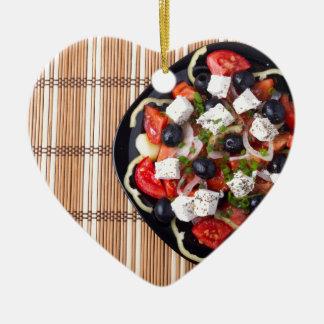 Griechischer vegetarischer Salat der Tomaten, Keramik Ornament