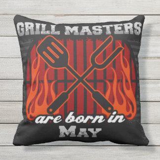 Grill-Meister sind im Mai geboren Kissen Für Draußen