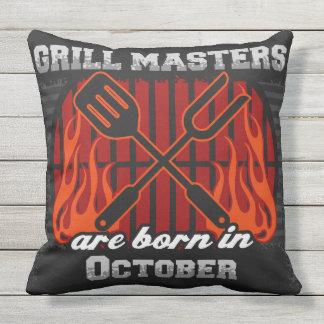 Grill-Meister sind im Oktober geboren Kissen Für Draußen