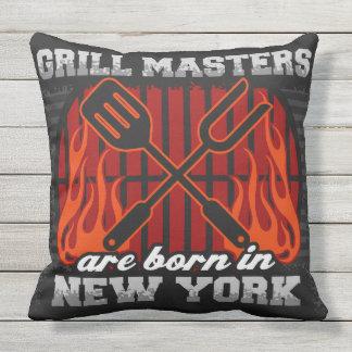 Grill-Meister sind in New York geboren Kissen Für Draußen