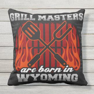 Grill-Meister sind in Wyoming geboren Kissen Für Draußen