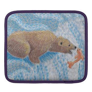 Grizzlybär-Wasserfall iPad Sleeve
