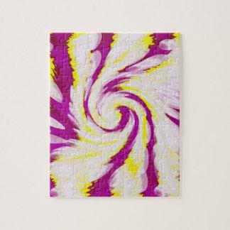 Groovy rosa gelber weißer TieDye Strudel abstrakt Puzzle
