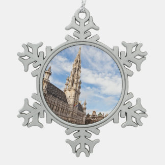 Großartiger Platz in Brüssel Schneeflocken Zinn-Ornament