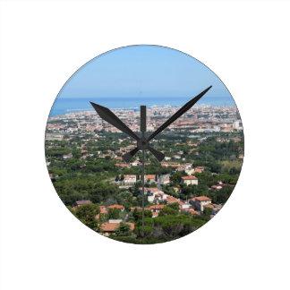 Großartiges Luftpanorama von Livorno-Stadt, Runde Wanduhr