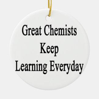 Große Chemiker behalten das Lernen täglich Rundes Keramik Ornament