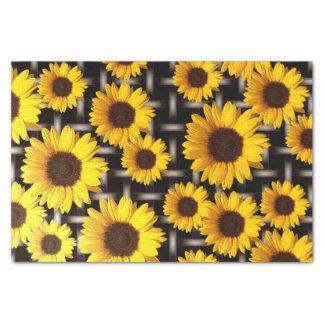 Große gelbe Sonnenblume und industrielles Gitter Seidenpapier