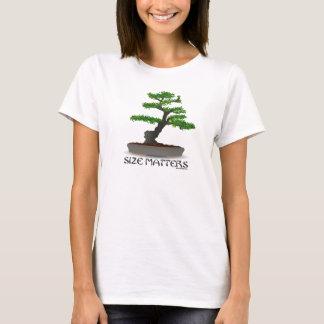 Größe ist Bonsais-im Garten arbeitenShirt für T-Shirt