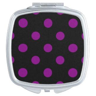 Große Polka-Punkte - lila auf Schwarzem Taschenspiegel
