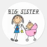 Große Schwester mit wenigen SIS-T-Shirts Runder Sticker