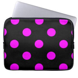 Große Tupfen - Fuchsie auf Schwarzem Laptopschutzhülle