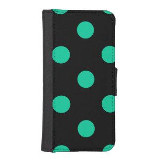 Große Tupfen - karibisches Grün auf Schwarzem iPhone SE/5/5s Geldbeutel