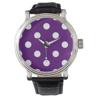 Große Tupfen - Weiß auf dunklem Veilchen Armbanduhr