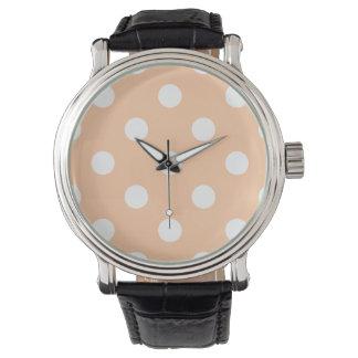 Große Tupfen - Weiß auf tiefem Pfirsich Armbanduhr