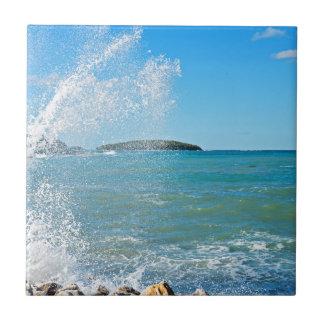 Große Welle auf dem blauen Meer Keramikfliese