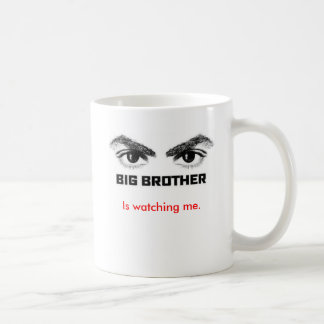 Großer Bruder passt mich auf Kaffee Tassen