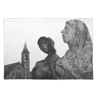 Großer Hunger von Irland-Statuen in Dublin Stofftischset