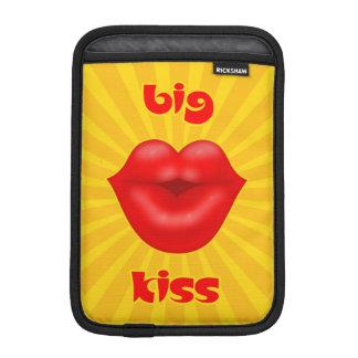 Großer Kuss goldene Solarder strahlen rote Lippen Sleeve Für iPad Mini