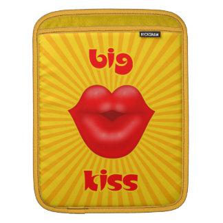 Großer Kuss goldene Solarder strahlen rote Lippen Sleeve Für iPads