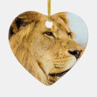 Großer Löwe, der weit weg schaut Keramik Ornament