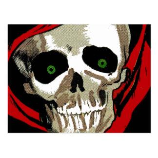 Großer unheimlicher Zombie mustert Schädel-Skelett