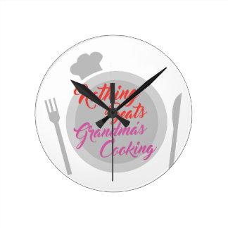 Großmutter-Kochen Runde Wanduhr