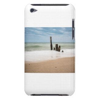 Groynes auf Ufer der Ostsee iPod Touch Hülle
