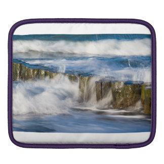Groynes und Wellen auf der Ostsee fahren die Küste iPad Sleeve