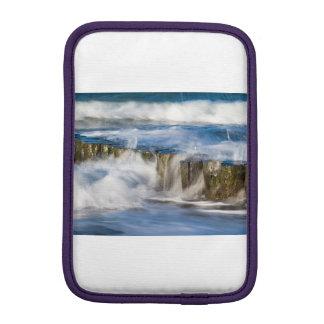 Groynes und Wellen auf der Ostsee fahren die Küste Sleeve Für iPad Mini