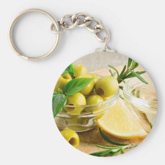 Grün narbige Oliven verziert mit Kräutern Schlüsselanhänger
