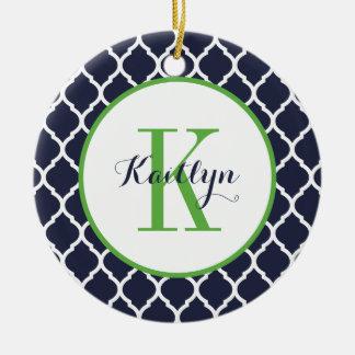 Grün und Marine adrettes Quatrefoil Monogramm Keramik Ornament