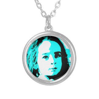 Grundlegende cyan-blaue Gesichts-Foto-Halskette Versilberte Kette