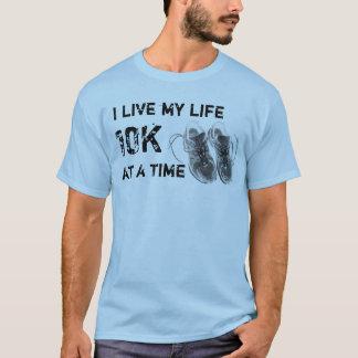 Grundlegende T - Ich lebe mein Leben 10K auf T-Shirt