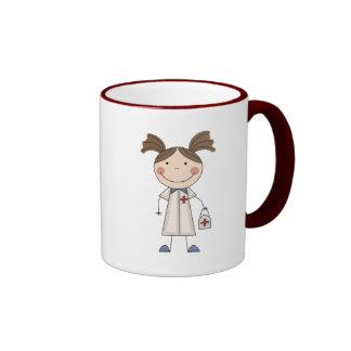 Grundlegende T-Shirts und Geschenke der Frau-EMT Teetasse