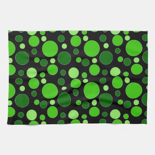 Grüne Blasen auf Schwarzem Küchenhandtuch