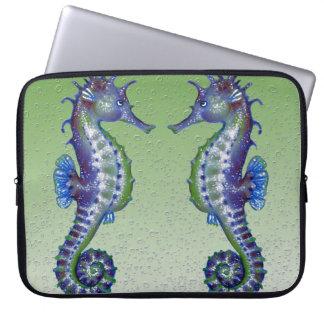 grüne Blasen der Seepferde Laptopschutzhülle