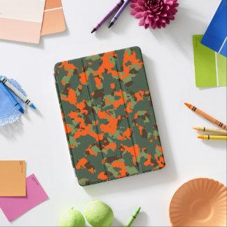 Grüne Camouflage mit Sicherheits-Flammen-Orange iPad Pro Cover