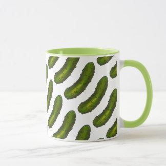 Grüne Dillgurke legt Dill-Feinschmecker-Tasse in Tasse