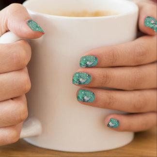 Grüne Glitzern und Liebe-Herzen Minx Nagelkunst
