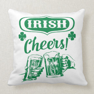 Grüne Iren jubeln Wurfs-Kissen zu Kissen