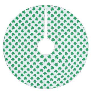 Grüne Kleeblätter auf weißen St Patrick Tagesklee Polyester Weihnachtsbaumdecke