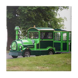 Grüne Lastzuglokomotive Fliese