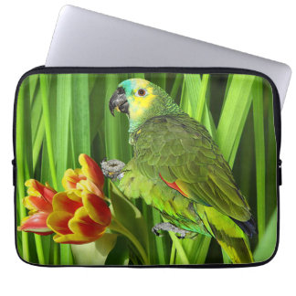 Grüne Natur mit Papageien Laptopschutzhülle