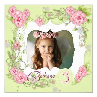 Grüne rosa Rosen-Mädchen-3. Geburtstags-Party Quadratische 13,3 Cm Einladungskarte