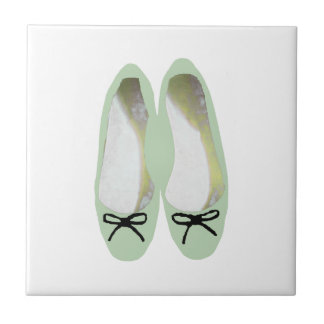 Grüne Schuhe Keramikfliese