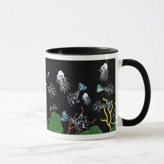 Grüne schwarze Fisch-Quallen-Korallen-Tasse Tasse