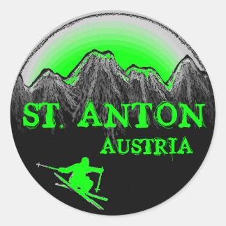 Grüne Skifahreraufkleber St. Anton Österreich Runder Aufkleber